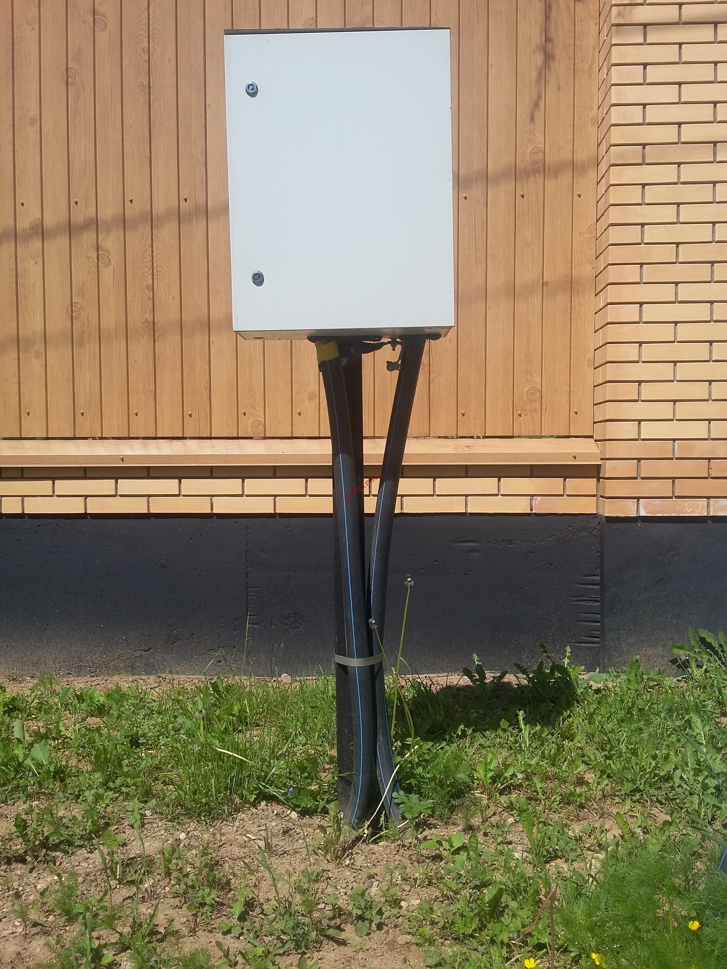 Трубостойка с кабелем